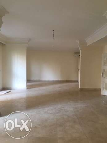 Kuraytem: 330m apartment for rent راس  بيروت -  1