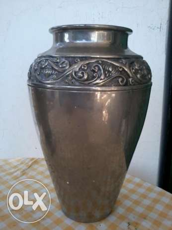 Amazing Table Vase, heavy Copper, chrome plated, 35cm, 20$ negotiable المتن -  1