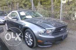 2011 Ford Mustang V6 3.7L Premium Pkg, very clean , only 16,900$