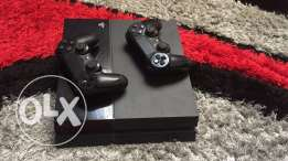 PS4 with 2 controllers super clean 280$