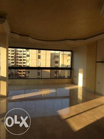 Ras Nabeh: 160m apartment for rent.