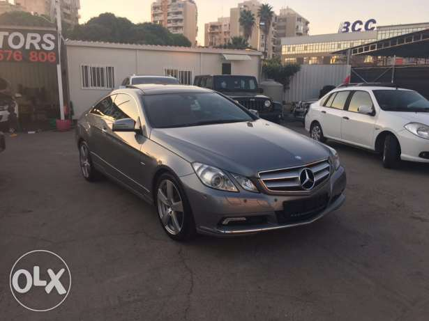 Mercedes E250 Gray/Red 2010 Fully Loaded in Excellent Condition! بوشرية -  2