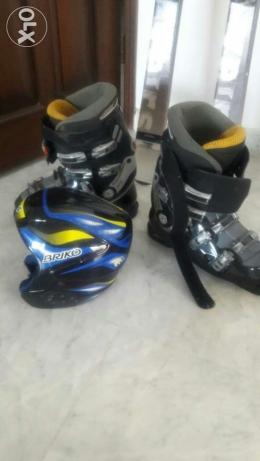 ski boots size 40 and helmet