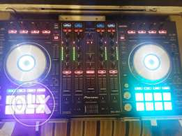 Pioneer ddj sx2 like new very clean with flyt case only for1100$