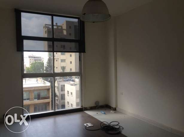 Bureau for rent in sin el fil horj tabet