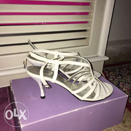 white sandals with high heels size 40 worn only once