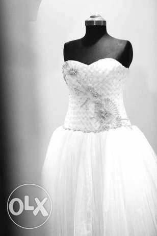 Wedding dress very gd price for sell or rent