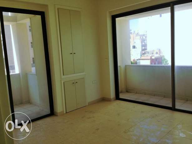 MK839 Office for rent in Ain El Mreisseh, 83 sqm, 4th floor.