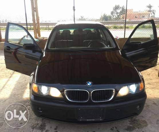 BMW 325i full options black in black