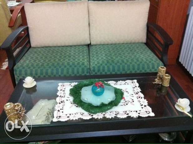 3 fauteuils; 1 with 2 seats and 2 with 1 seat green and ofwhite colour with 2 tabels حازمية -  1