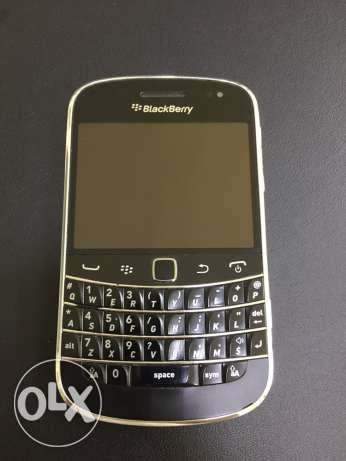 BlackBerry 9900 Bold (with charger, earphones and external battery)