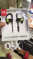 Powerbeats 3 wirless earphones equipped with apple Bluetooth chip