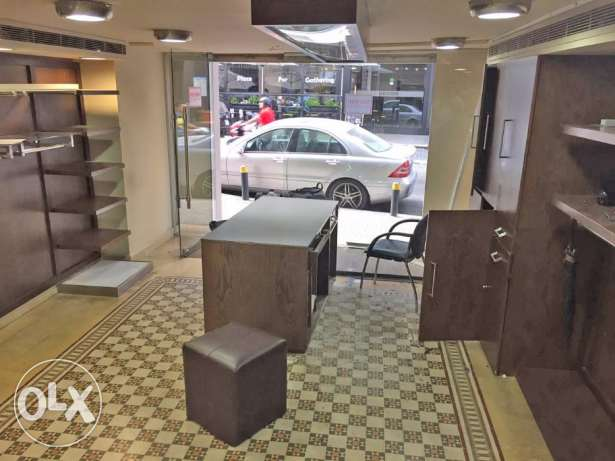 Shop for Rent in Hamra facing AUB راس  بيروت -  3