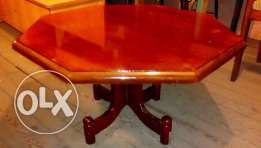 saloon table in good condition