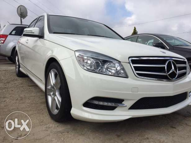 Mer C300 model 2011,full option,sunroof,law mileage,super clean