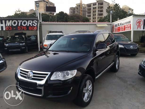 VW Touareg 2009 Black Fully Loaded in Good Condition!