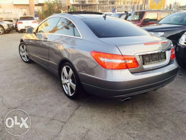 Mercedes E250 Gray/Red 2010 Fully Loaded in Excellent Condition! بوشرية -  4