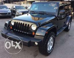 2013 Wrangler Unlimited Sahara in excellent condition !