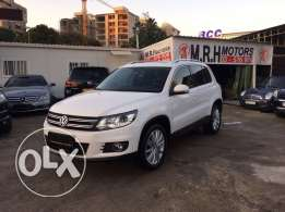VW Tiguan 2.0 TSI 4 Motion 2012 White Top of the Line Like New!