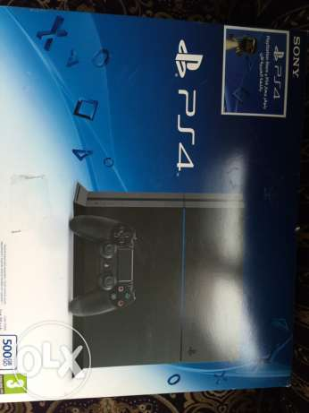 playstation 4 like new khe2a mosta3mali mara wehde with box and 4 game
