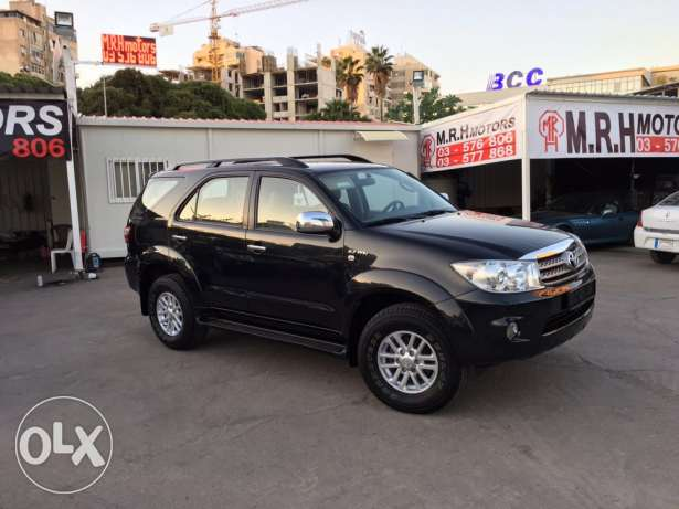 Toyota Fortuner 2011 Black Top of the Line in Excellent Condition! بوشرية -  4