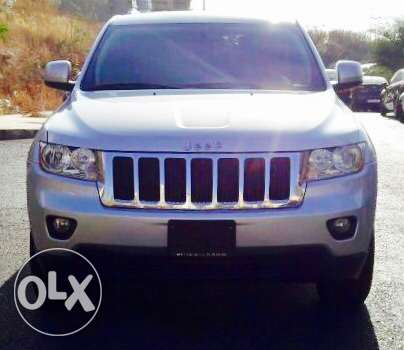 Jeep Grand Cherokee 2012 V6 4wheeldrive الروشة -  1