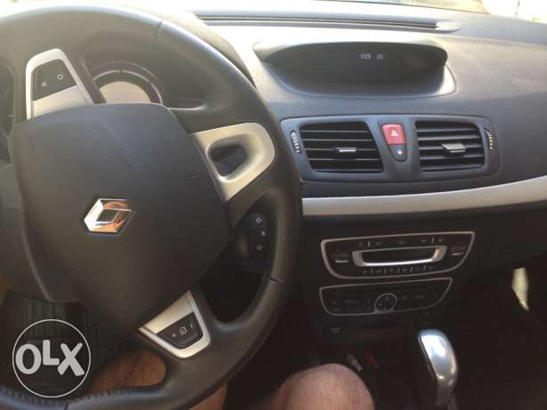 Renault Megane Coupe 2012/ Black/ Enhanced Speakers/ Great Condition أشرفية -  3