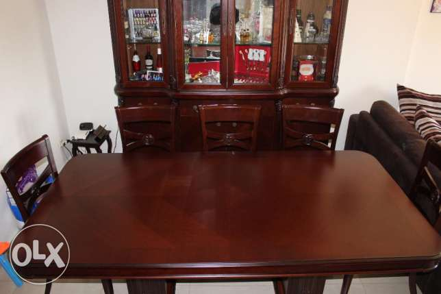 Attractive 8 Seater Dining Table with Display Case
