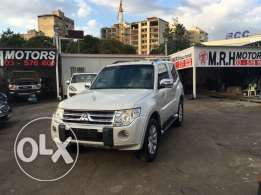 Mitsubishi Pajero Sport 3.8 Liter 2011 White Top of the Line Like New!