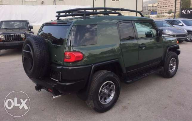 2010 dark green FJ Cruiser in perfect condition !