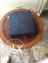 ps4 with 2 joysticks and 2 cds