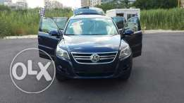 Volkswagen tiguan blue and black leather 2011