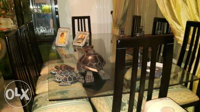 brand new table and its 8 chairs for a dining room المرفأ -  1