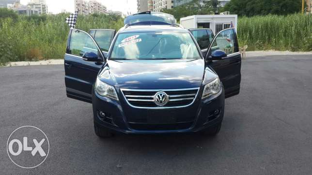 Volkswagen tiguan blue and black leather 2011 أشرفية -  1