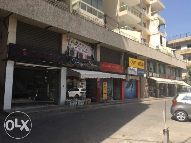 63 m2 shop with parking for rent in ain el remmaneh difa3 madani