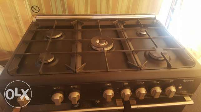 Five burners black mat,electric , working perfectly .not used
