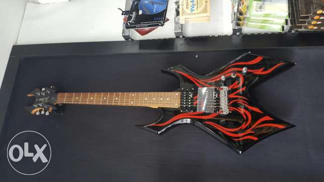 BC Rich american electric guitar with a ß3 speaker.