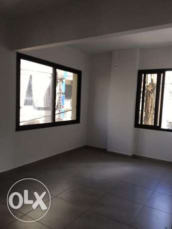 Ein Mrayseh: 90m apartment for rent ميناء الحصن -  2