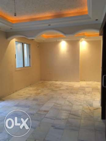 Ras Nabeh: 220m apartment for rent.