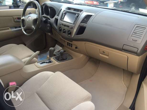 Toyota Fortuner 2011 Black Top of the Line in Excellent Condition! بوشرية -  8