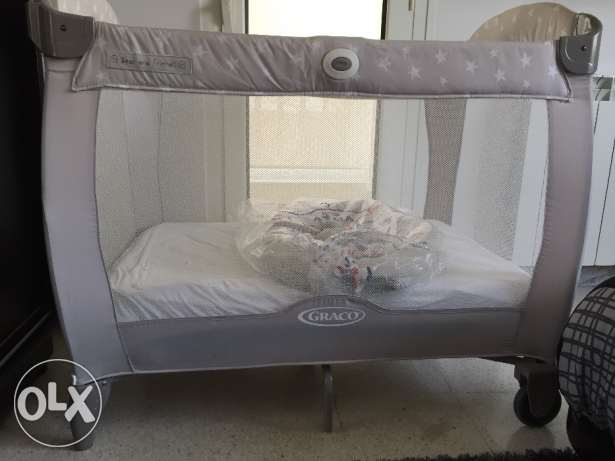 Baby travel for with breathable mattress and changing mat