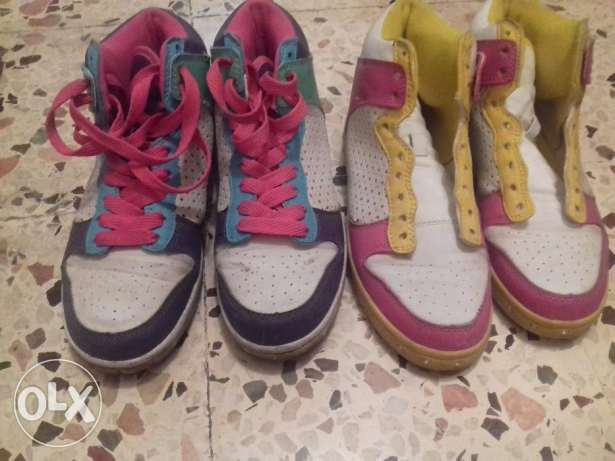 2 shoes for 10$ with shoes tie