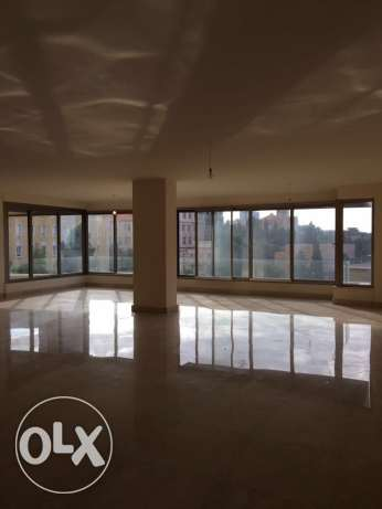 Ein Mrayseh: 350m apartment for rent