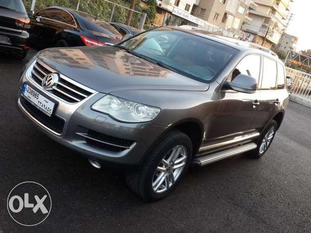 VW Touareg V6 4WD European specs Fully loaded Excellent condition ! كسروان -  1