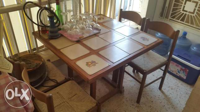 Table with 4 chairs.