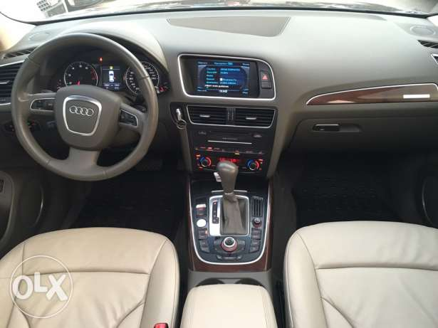 Audi Q5 S Line 2009 Blue Black Top of the Line in Excellent Condition! بوشرية -  6