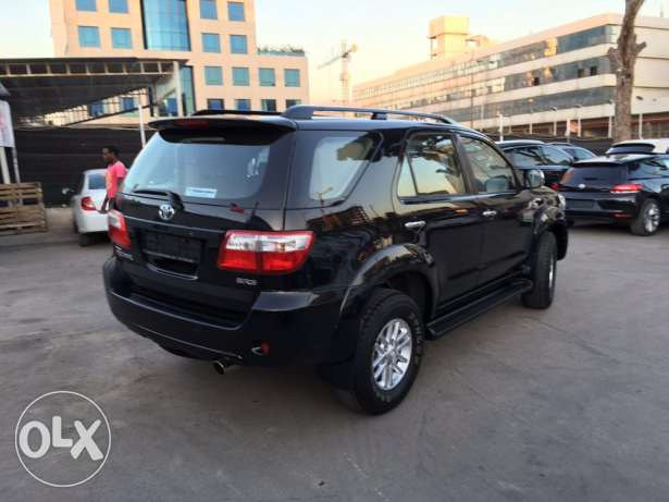 Toyota Fortuner 2011 Black Top of the Line in Excellent Condition! بوشرية -  2