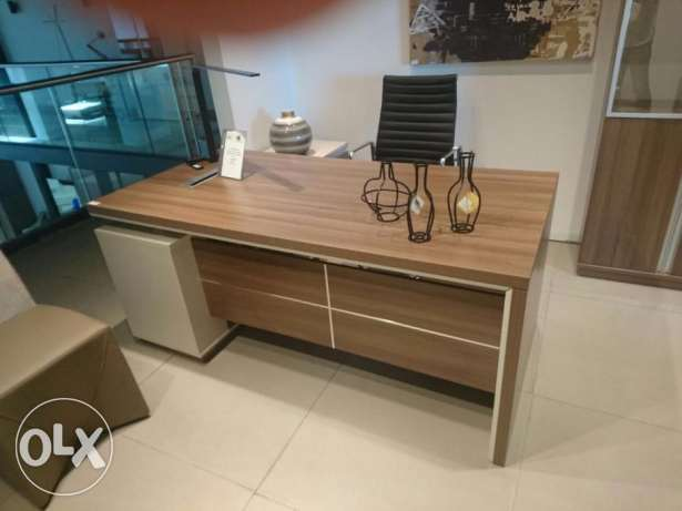Office Furniture For Sale Like new كسروان -  1