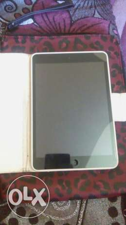 Ipad mini 16 g like new with box and orginal charger and cover مصيطبة -  2