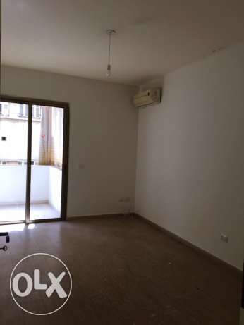 Ein Mrayseh: 220m apartment for rent ميناء الحصن -  3